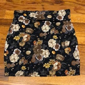 Forever 21 brown floral print skirt. Size: Small.